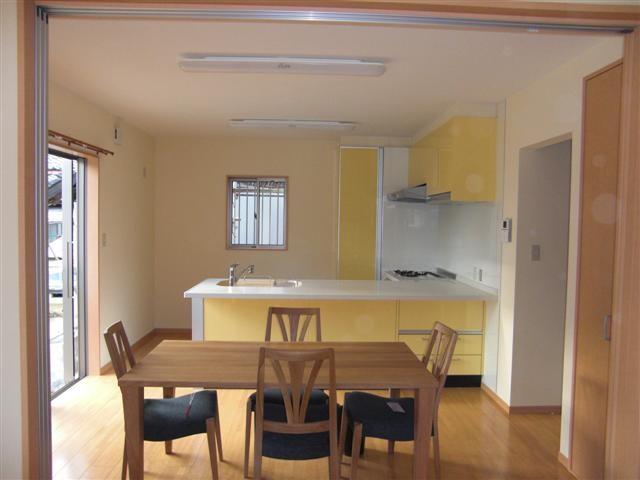 コンパクトで落ち着いた雰囲気のキッチンになりました。