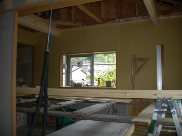 壁のボードを貼り終えて、いよいよ天井作業です。