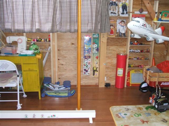 1階の事務備品倉庫、空いたスペースはお孫さんのキッズスペース。
