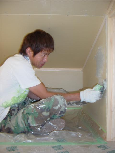 お客様カーボンコート塗り作業ロフトにて。