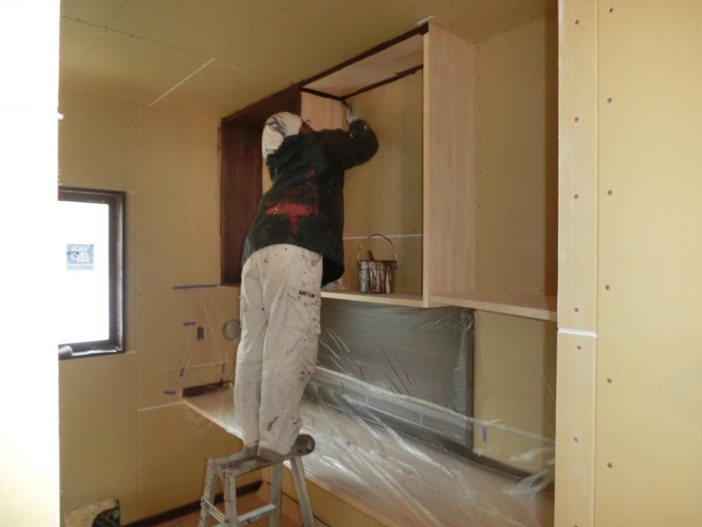 作業も終盤へ塗装屋さんが現場に入ってます。