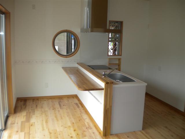 カウンター式キッチンはシンプルに。