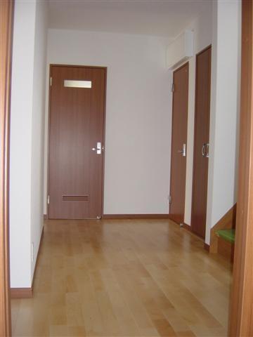 広い廊下は贅沢なスペース、お子様の遊び場になる?