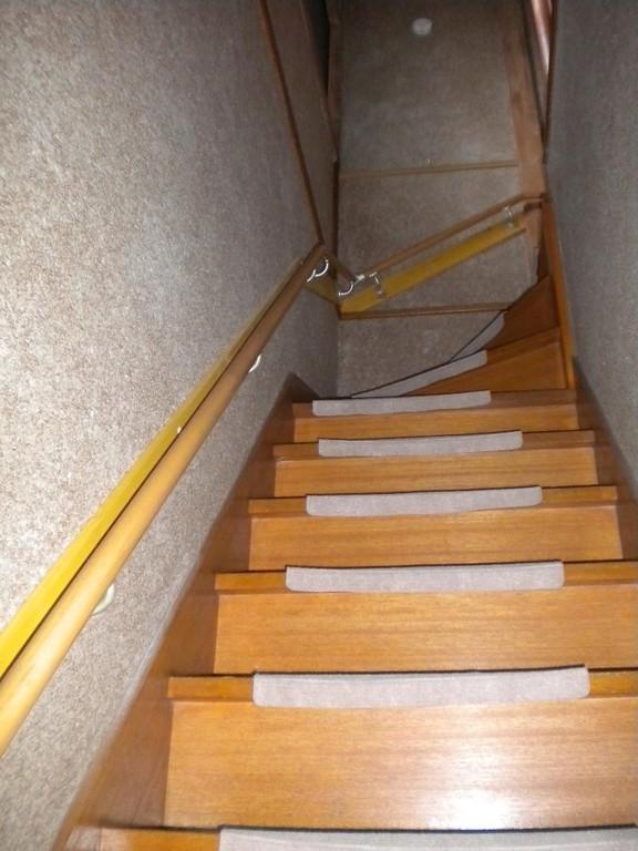 階段テスリ取付け完了です! キレイに収まりました。