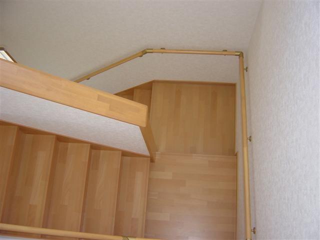 階段完成!家族みんなが登りやすい様に、ゆるやかでにそして踊り場を広くしました。