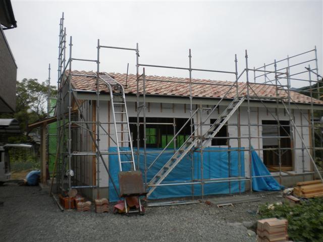 もう少しで屋根が仕上がります。かわいい感じですよ!