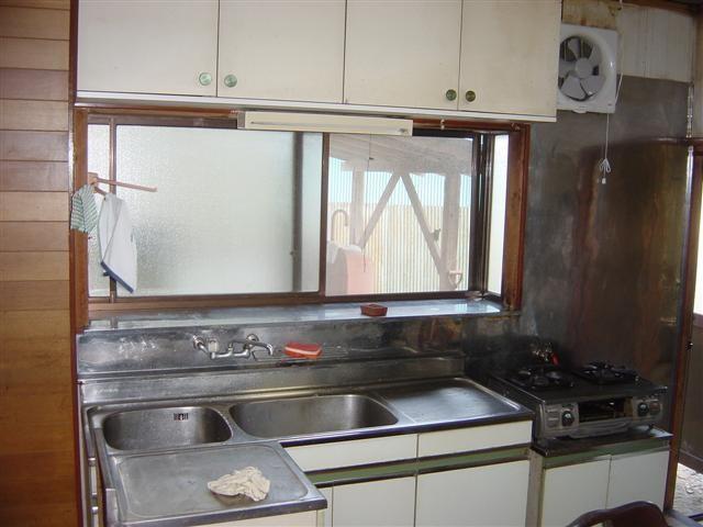 最後にキッチンリフォームです。システムキッチンに入れ替えます。
