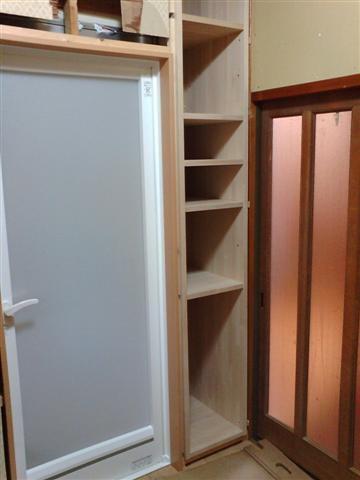 お客様の要望で作り付けの棚を付けました。