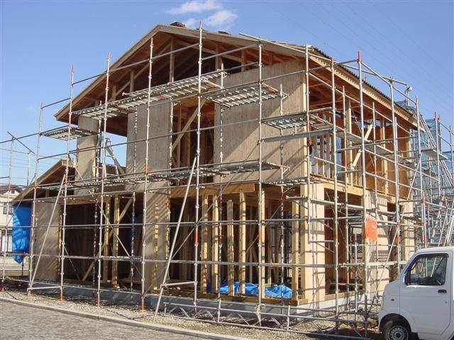 外部の耐力壁です。地震の時に家が壊れない様にしっかりと打ち付けます!
