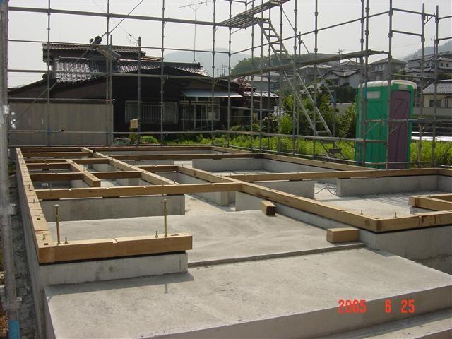 .土台を敷き終えました、建て方の日を待つだけです。