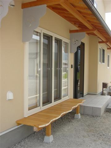 和室の前にはカーブに波打った濡縁、家紋のカーブと良く合います。