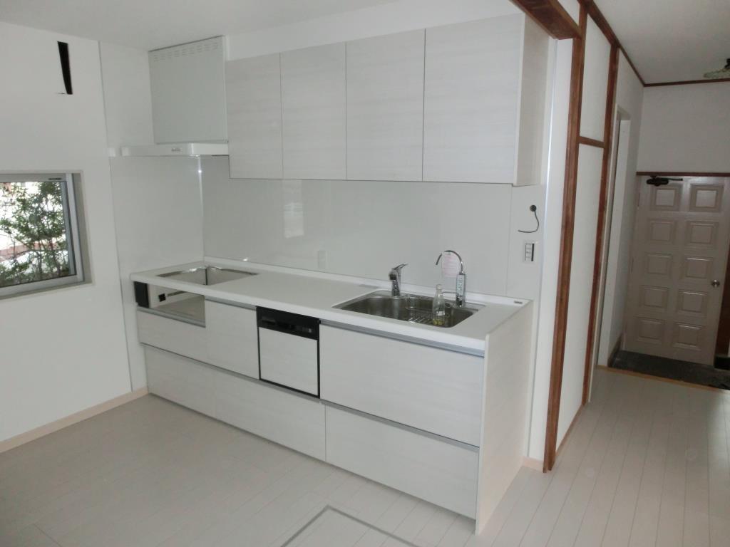 お客様に合わせたキッチンカウンターの高さと天袋はお客様のお気に入りです!