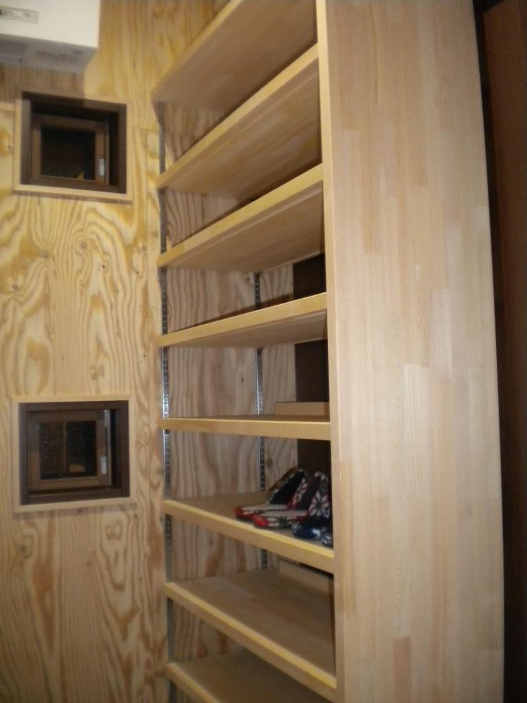 玄関収納は抜群の収納力です。