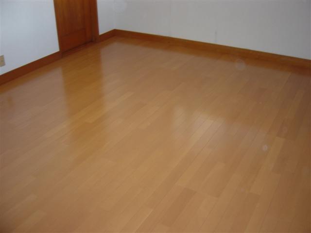 キレイに床板を張り終えて、床張替えリフォーム完了しました。