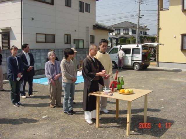 地鎮祭です、お客様と長年お付き合いのあるお寺の住職さんにお願いしました。