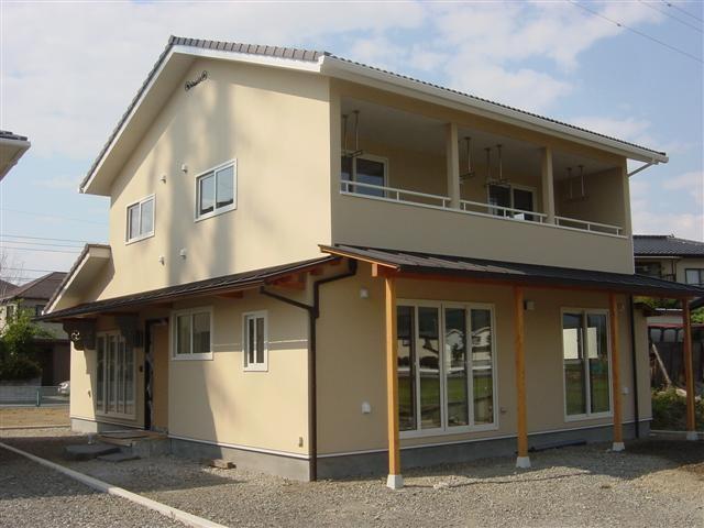 横瀬様邸完成です。玄関西側と南面