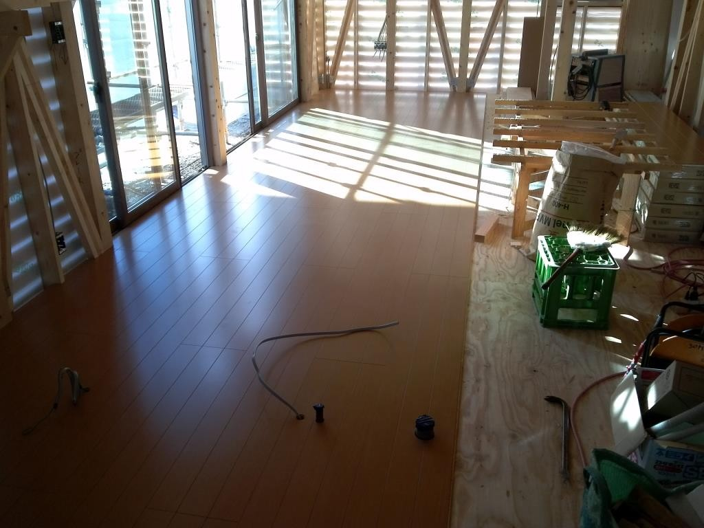 床貼り、順調です。