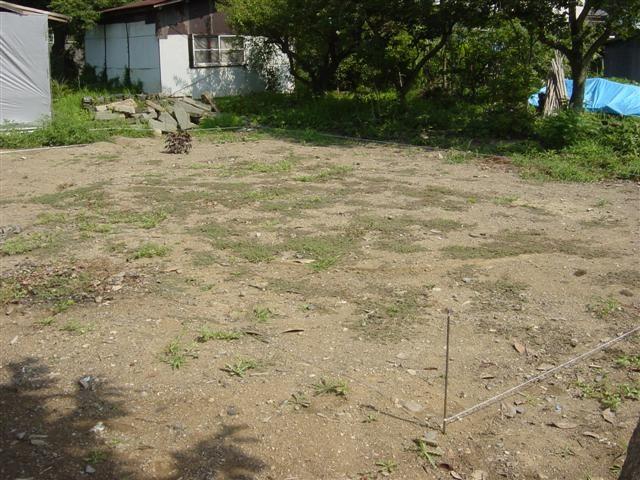 建築前の土地です、元はお蔵が建っていました。