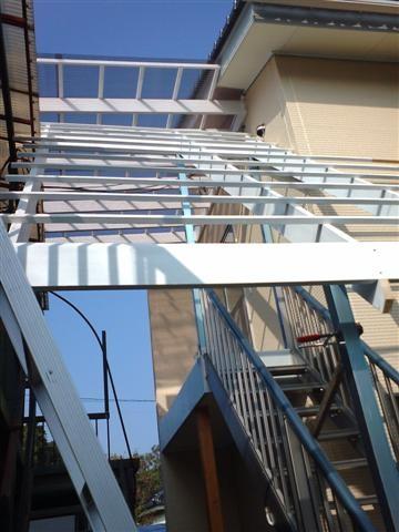 アルミ階段屋根下地完成。