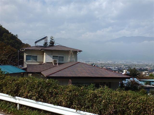 塗装以前の写真です、屋根の色がはげて来ているのが分かります。
