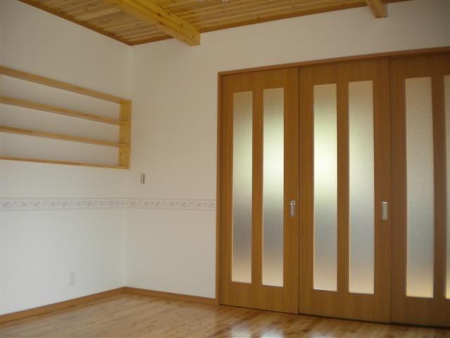 寝室、リビング、キッチンは3枚引戸で間仕切りカンタン。。