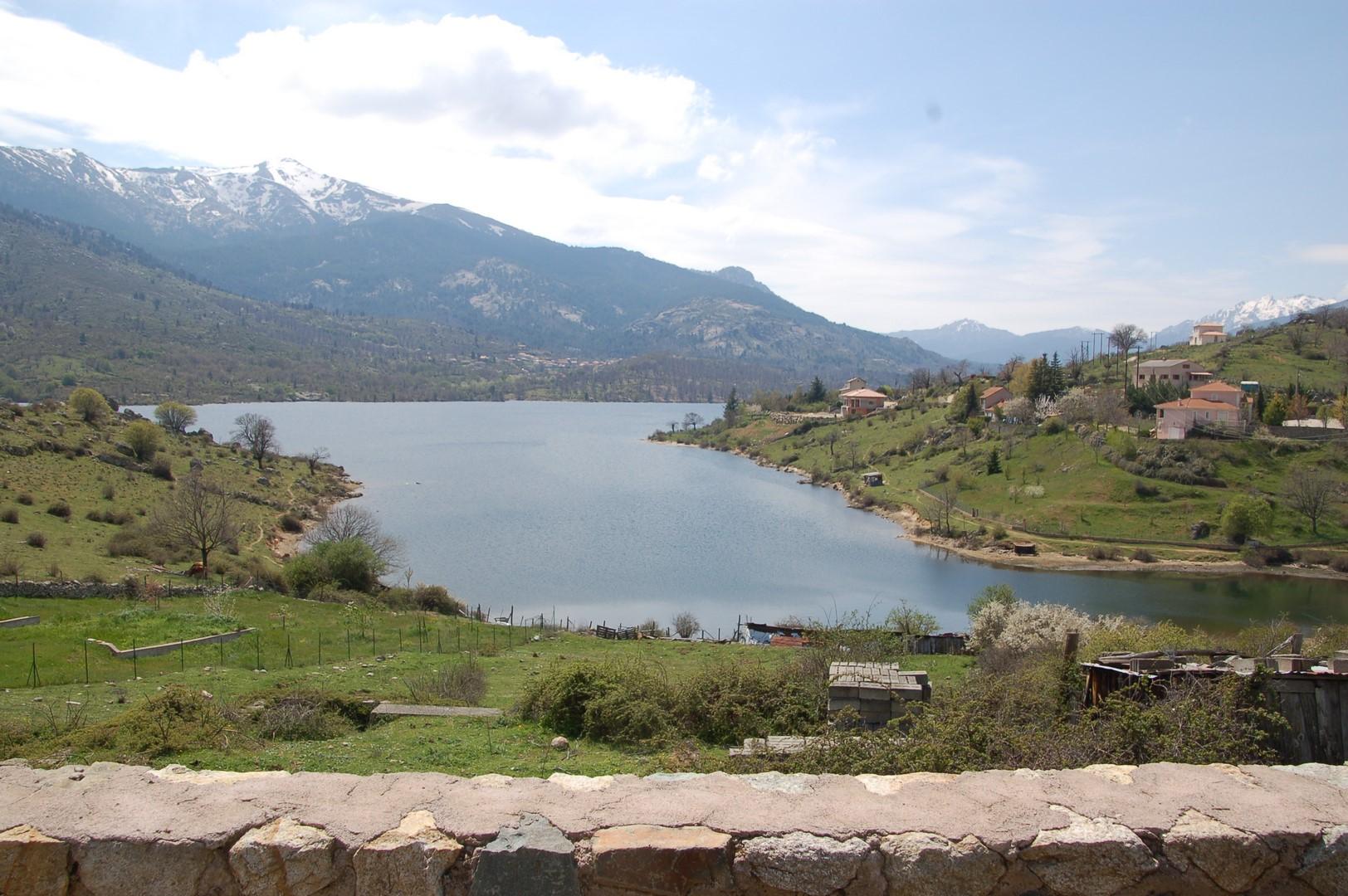 sur la route pour Corte:le lac de Calacuccia...