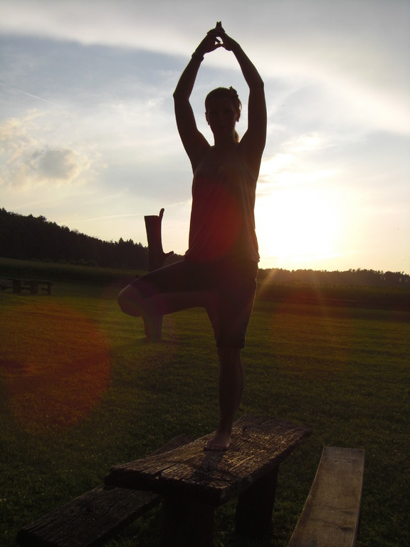 Yoga in der Abend Sonne am Brombachsee