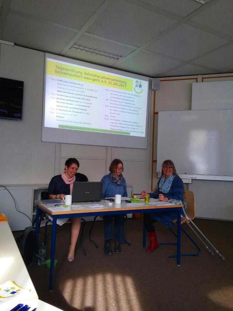 Der wiedergewählte Vorstand in bekannter Besetzung von Sabine, Claudia und Bettina