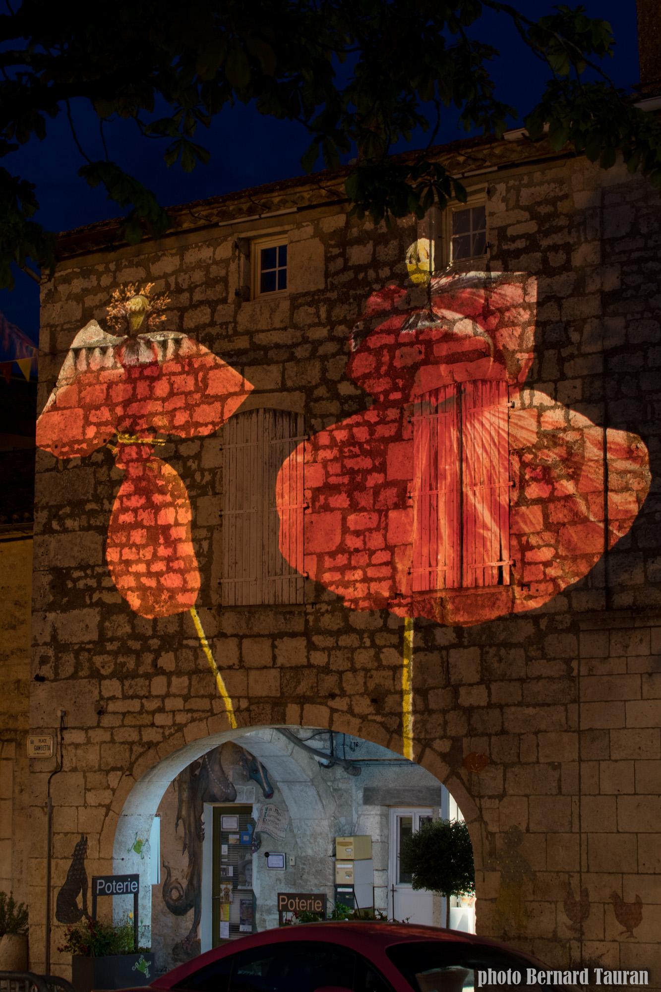 Tableau nocturne place Gambetta de B et B Tauran