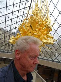 """Louvre, bij de """"Throne', van Kohei Nawa"""