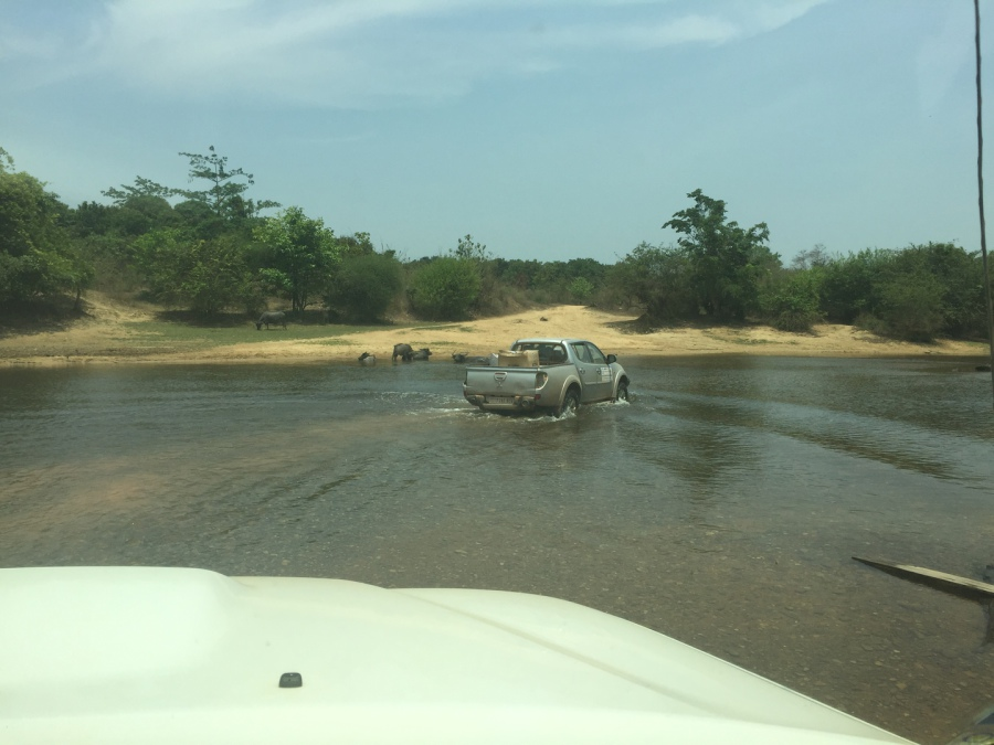 Flussdurchfahrt bei Niedrigwasser Richtung La Meuy