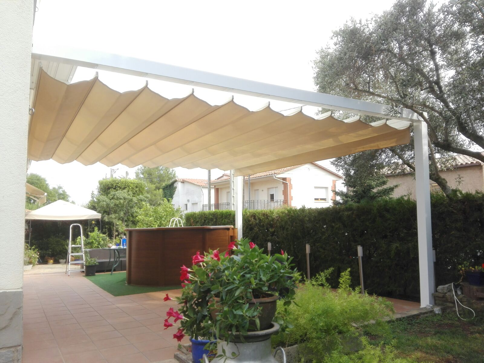 Toldo enrollable exterior cheap toldos with toldo for Mecanismo para toldos enrollables precio