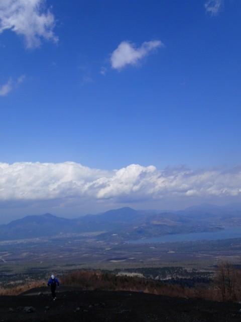 小富士からのダウンヒル。山中湖、三国山など一望!