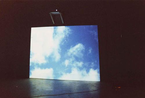 """""""Über Übungen an den Himmel heranzureichen"""", Video Installation, Grenoble, 2000"""