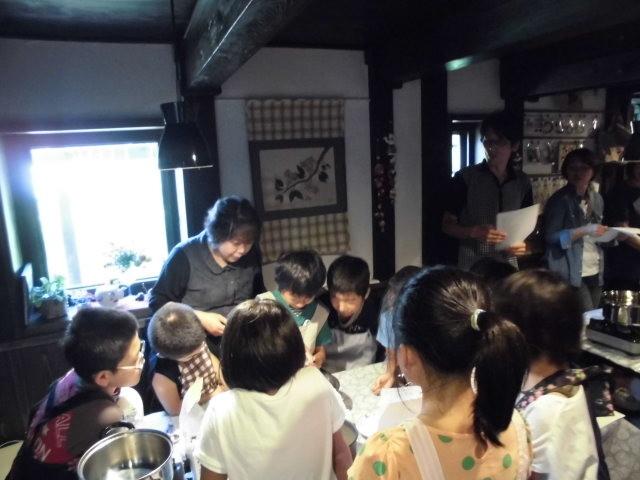 *子供達で「米粉のシフォンケーキ」を作ります。