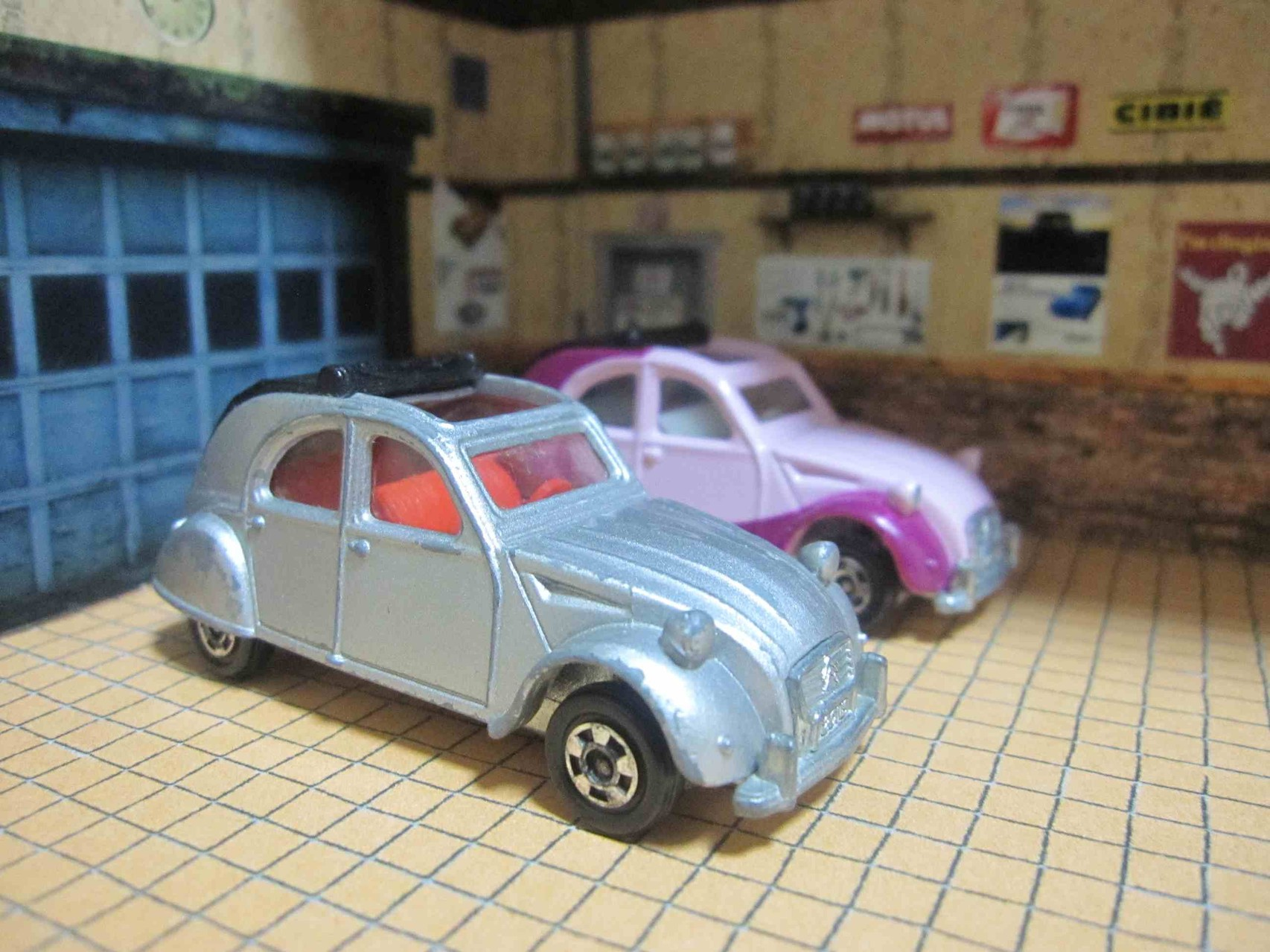 Tomica le garage k cee for Garage citroen les angles 30