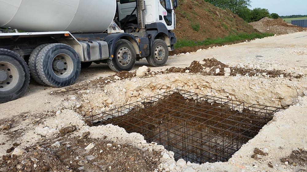 Construction d'un fournil, massif de fondations