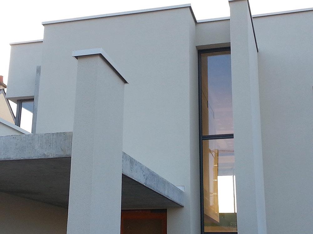 Construction d'une maison individuelle contemporaine, façade