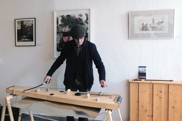 Musik mit selbstgebauten Klangobjekten: Steffan Claußner, Kapellmeister
