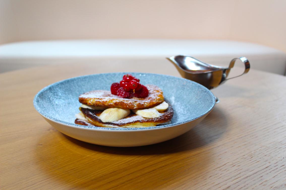 Pancake mit Banane und Schokoladensoße
