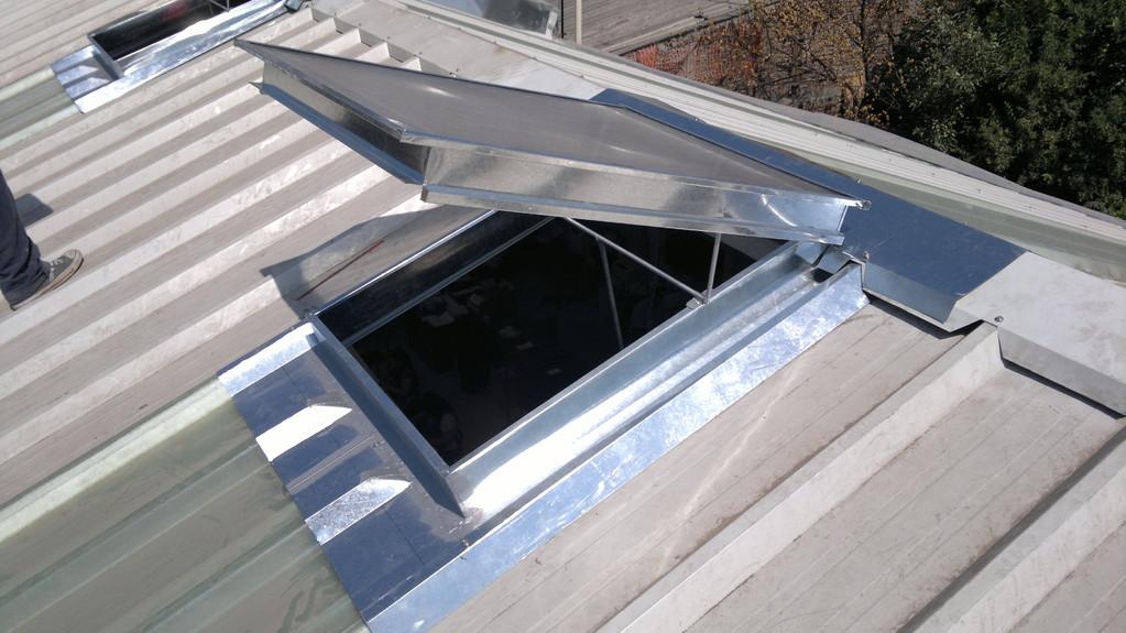 Ventana en el techo ventana fija para techo plano velux for Ventanas para techos planos argentina