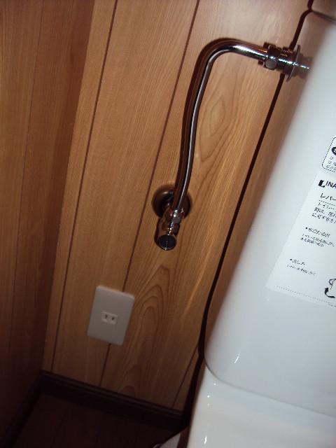 トイレにもコンセントがあるので、いつでもウォシュレットが取付できます。