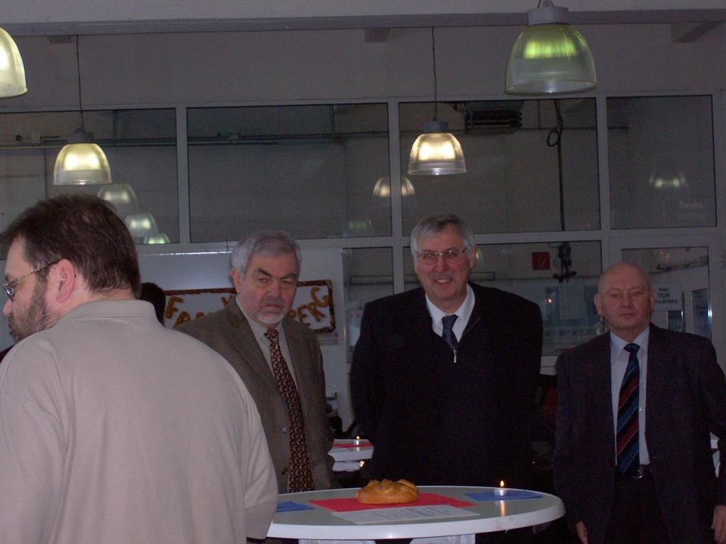 Klassenleiter Werner Schneider und Kreisfußballwart Friedhelm Weinreich