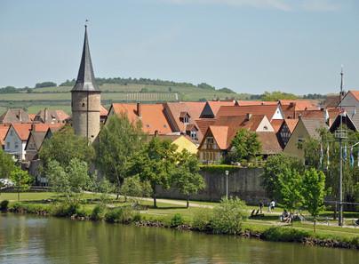 Weinfranken, wie Mainfranken auch genannt wird, mit seinen pitoresken kleinen Winzerorten direkt am Main