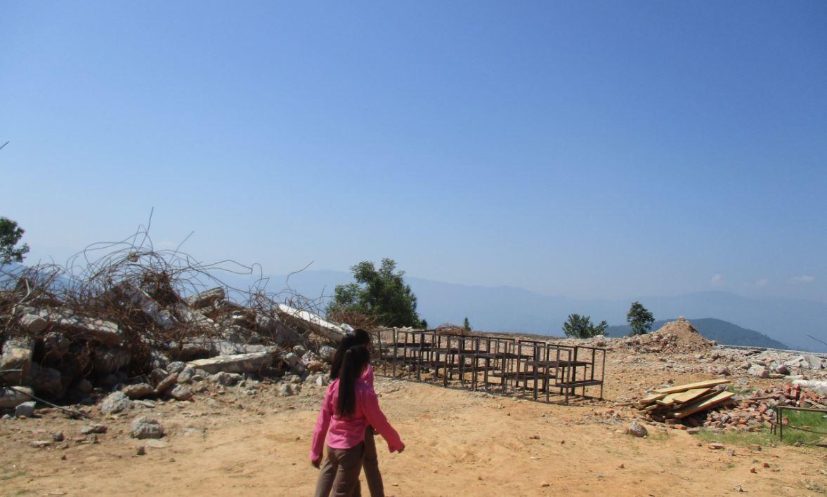Hier stand mal die Schule - hier wird sie wiederaufgebaut. (Foto: Nepalhilfe Beilngries)