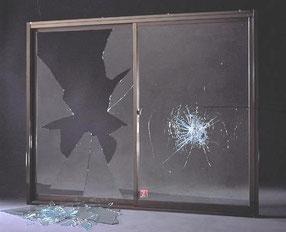 防犯ガラス 合わせガラス ポリカーボネート こじ破り 打ち破り 防犯対策 ガラス 割れ ヒビ 泥棒対策