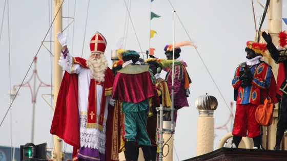 Ankunft von Sinterklaas im Hafen von Scheveningen