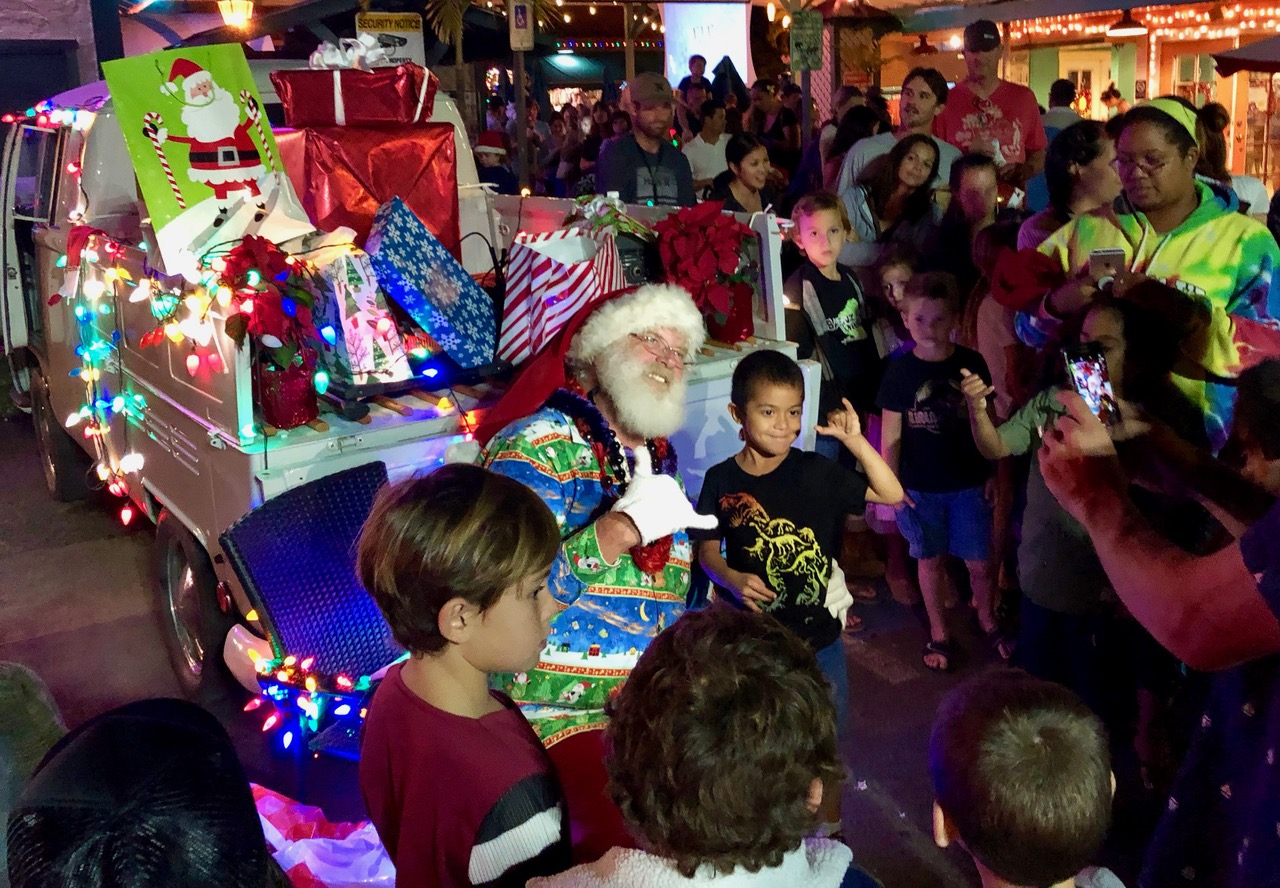 Santa sending his Hawaiian Greets to the nerves but excited kids