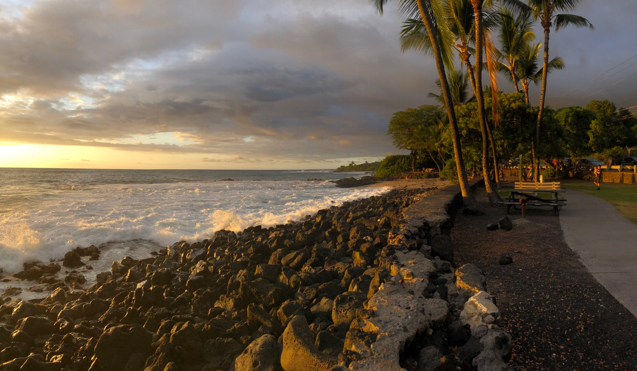 ...after deciding to stay on the safe side I left the paraglider in the car and we went down to the beach in Kona