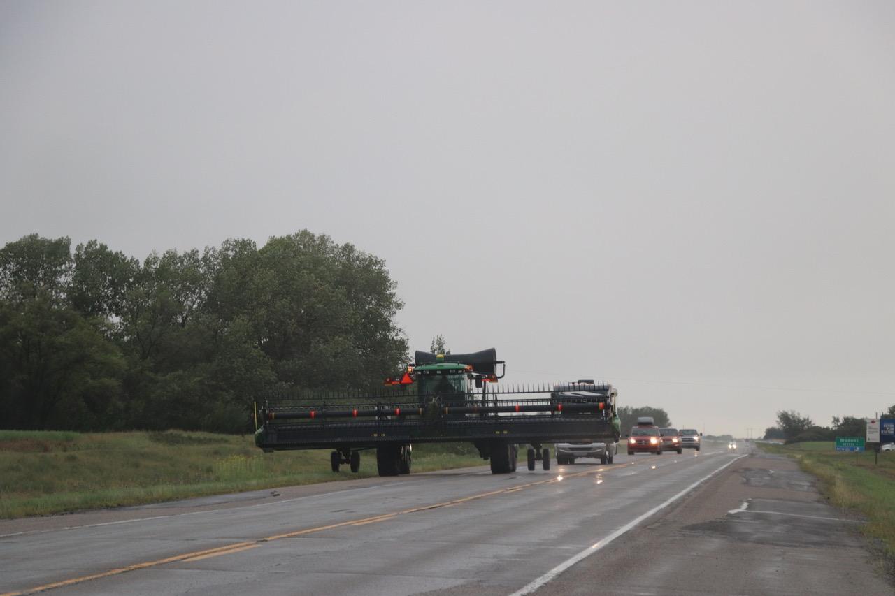 für grosse Felder braucht es grosse landwirtschaftliche Fahrzeuge